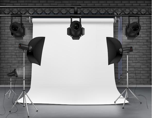 Realistische darstellung der leeren raum mit leeren weißen bildschirm, studio lichter mit soft-boxen
