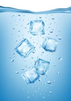 Realistische eiswürfel in gefrorener wasserzusammensetzung mit unterwasseransicht kleiner eisfraktionen