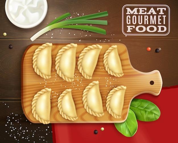 Realistische fleisch-gourmet-nahrungsmittelzusammensetzung mit draufsicht der holzplatte mit knödelsalz- und grünvektorillustration