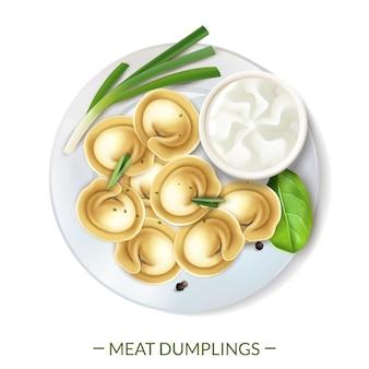 Realistische fleisch-gourmet-nahrungsmittelzusammensetzung mit text und draufsicht von knödeln, die auf plattenvektorillustration gedient werden
