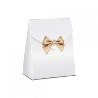 Realistische geschenkbox aus weißem modellkarton. leere produktbehältervorlage, illustration