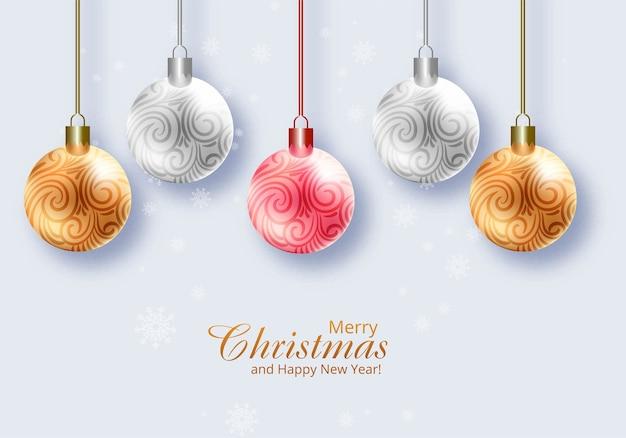 Realistische glänzende weihnachtskugeln auf festkartenhintergrund