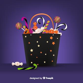 Realistische halloween-tasche voll mit süßigkeiten