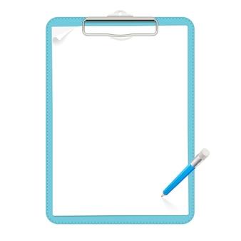 Realistische hellblaue leder-zwischenablage mit einem flachen metallclip, der zwei leere papierbögen mit einer kleinen locke enthält. blauer stift mit radiergummi befindet sich über der zwischenablage. isolierte cliparts.