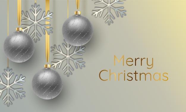 Realistische illustration der silber schimmernden metallischen schneeflocke und der weihnachtskugel. grußkarte, einladung frohes neues jahr und weihnachten.
