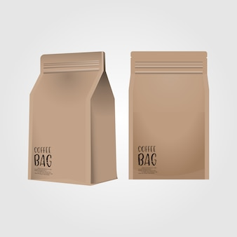 Realistische kaffeetasche des leeren papiers 3d lokalisiert auf weißem hintergrund