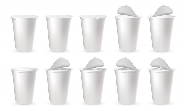 Realistische kunststoffverpackungen für joghurt mit foliendeckel, kappe.