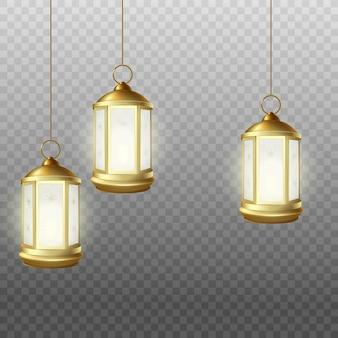 Realistische muslimische mubarak-halterungslaternenlampen, die von oben an isolierten schnüren hängen. goldgelbe ramadanlichter - vektorillustration.