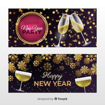 Realistische partyfahnen des neuen jahres 2020 mit champagner