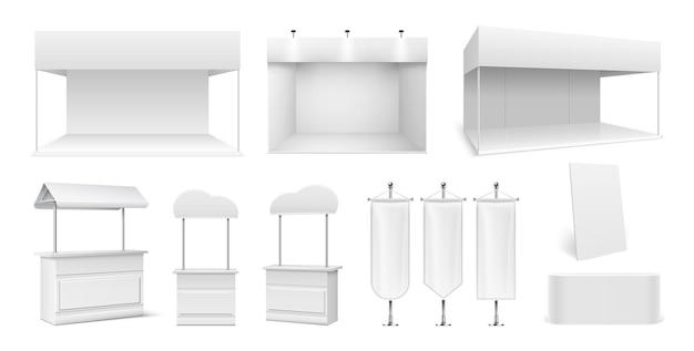 Realistische promo-stände. leere zelte, weiße tafeln und display. ausstellungsraum oder straßenmarktstände. 3d-werbe-expo-flags mockup-vektor-set. illustrationspromo leerer zähler, tragbares mock-up