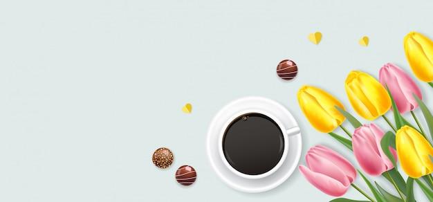 Realistische rosa und gelbe tulpen und kaffee