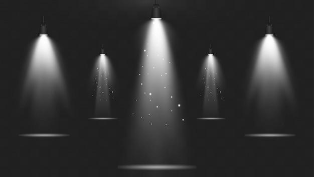 Realistische spotbeleuchtung der bühne. szenenbeleuchtung große sammlung.