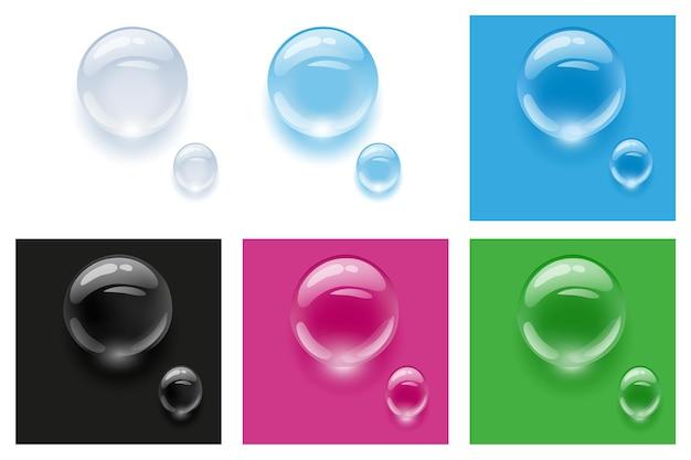Realistische transparente wassertropfen auf bunten hintergründen. vektor-illustration. tropfen wasser regen.