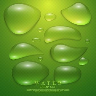 Realistische transparente wassertropfen eingestellt. grüner hintergrund vektor-illustration