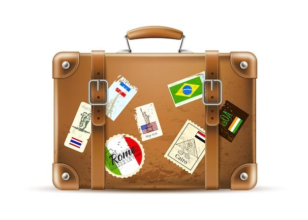 Realistische vintage reisetasche mit länderflaggen