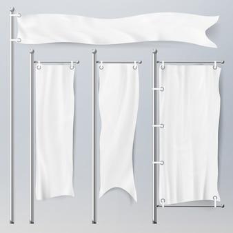 Realistische vorlage leere weiße fahnen