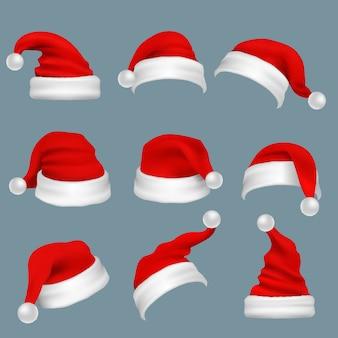 Realistische weihnachtsweihnachtsmann-rote hüte lokalisierten vektorsatz. weihnachtsmann-kappe zur weihnachtsfeiertags-feierillustration