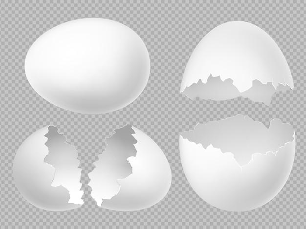 Realistische weiße eier, die mit ganzen und gebrochenen eiern auf transparentem hintergrund gesetzt werden