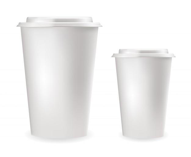 Realistische weiße plastikbecher