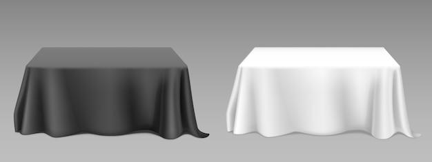 Realistische weiße tischdecke auf tischen