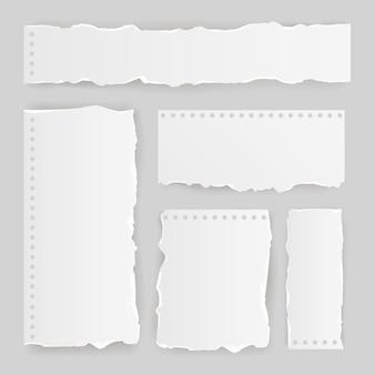 Realistische zerrissene papierpackung