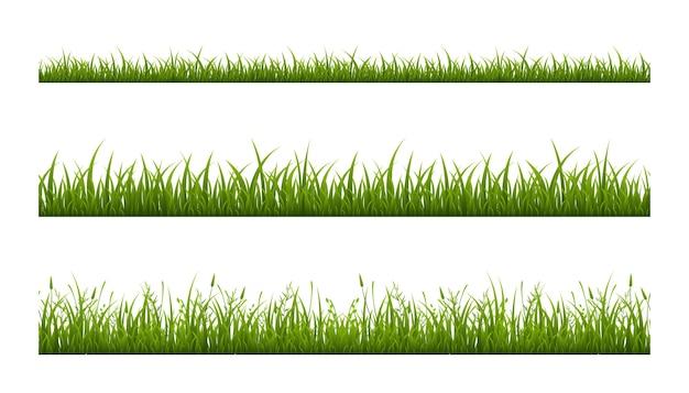 Realistischer grüner grasrasen lokalisiert auf weiß