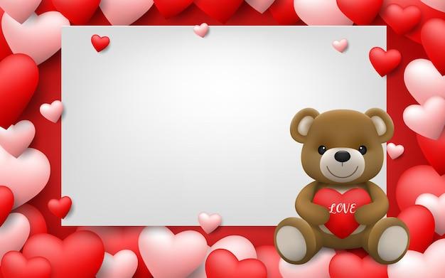 Realistischer kleiner süßer lächelnder teddybärcharakter umarmt rotes herz und sitzt auf weißem rahmen mit vollem herzhintergrund.