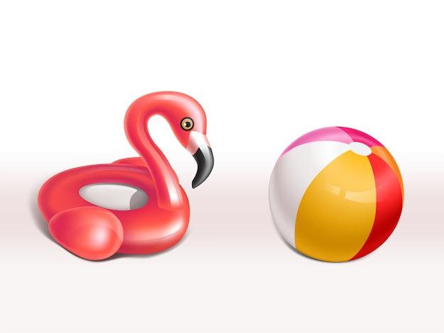 Realistischer satz aufblasbarer flamingos, rosafarbener gummiring und kugel für kinder, nette spaßspielwaren