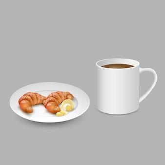 Realistischer satz mit weißem tasse kaffee-hörnchen auf platte mit butter