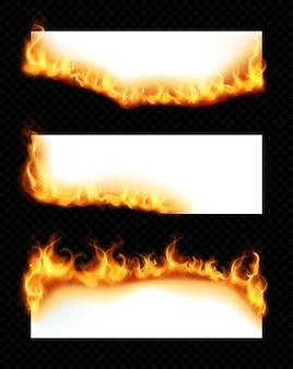 Realistischer satz von drei weißen horizontalen papierblättern mit brennenden kanten lokalisiert auf dunklem transparentem hintergrund