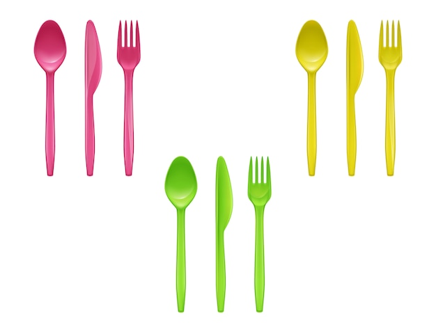 Realistischer satz wegwerfplastikgeschirr, messer, löffel, gabeln benutzt für das essen