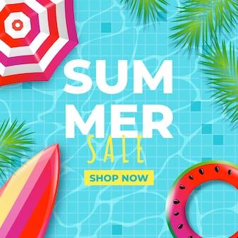 Realistischer sommerschlussverkauf mit pool und sonnenschirm