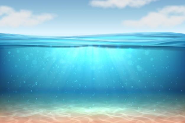 Realistischer unterwasserhintergrund. tiefes wasser des ozeans, meer unter wasserspiegel, sonne strahlt blauen wellenhorizont aus.