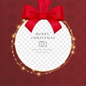 Realistischer weihnachts-fotorahmen mit rotem band