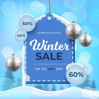 Realistischer winterschlussverkauf und weihnachtskugeln