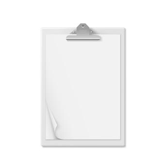 Realistischer zwischenablageordner mit leerem weißem blatt papier