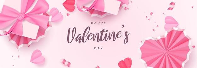 Realistisches flaches laienbanner des schönen valentinstags mit rosa dekorativen herzen und geschenkboxhintergrund