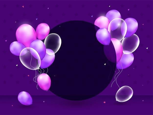 Realistisches glattes ballon-bündel verzierte den leeren kreisrahmen, der raum für ihre mitteilung auf purpur gegeben wurde
