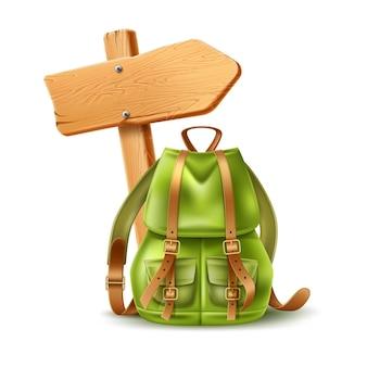 Realistisches hölzernes schild mit grüner touristischer ledertasche