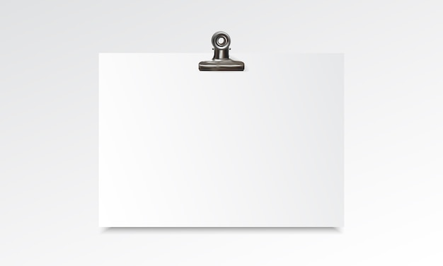 Realistisches modell des leeren papiers mit mappenclip