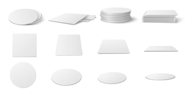 Realistisches modellset für runde und quadratische tischuntersetzer. kreis und quadratischer bierdeckel, bierdeckel leerer vorlagensatz lokalisiert auf weißem hintergrund.