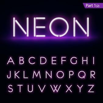 Realistisches neon-alphabet. lila, blau leuchtende schrift.