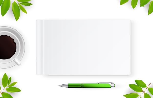 Realistisches notizbuch mit weißem rohling