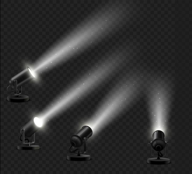 Realistisches set aus schwarzen stehlampen mit lichtstrahleffekt, um einen ausstellungsraum oder ein präsentationspodium auf dunklem hintergrund zu dekorieren. spotlight-beam-effekt auf dunklem hintergrund mit funkelnden staubpartikeln