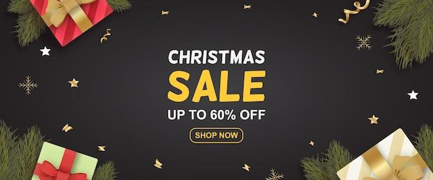Realistisches weihnachtsverkaufs-sonderangebot-banner mit geschenken und zweigen