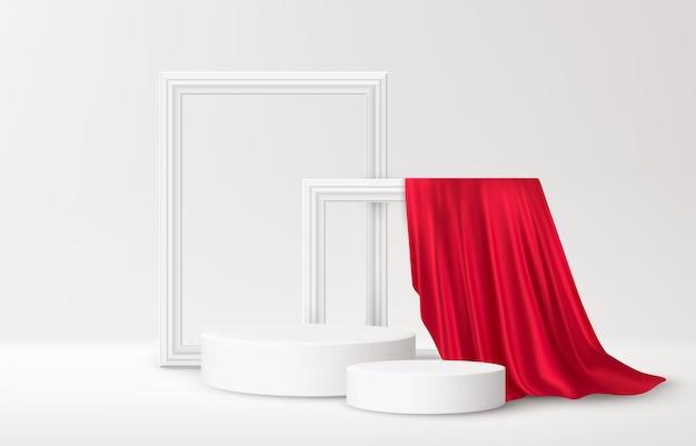 Realistisches weißes produktpodest mit weißen bilderrahmen und rotem seidenvorhang auf weiß