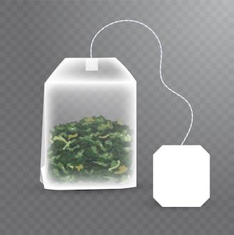 Rechteckiger teebeutel mit grünem tee im inneren. realistische illustration des teebeutels mit leerem weißem etikett auf transparentem hintergrund.