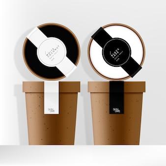 Recyceltes kraftpapierglas oder tassenverpackung mit minimal gestalteten schwarz-weiß-etiketten