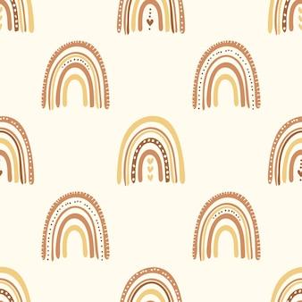 Regenbogen im boho-stil. nahtloses kindermuster mit modischen regenbögen. kinderhintergrund für stoffe, verpackungen, textilien, tapeten, kleidung. vektor-illustration