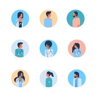 Reihe von männlichen und weiblichen ärzten avatare